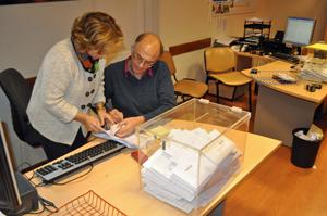 Votos depositados en la urna ubicada en el Consulado de Montevideo.