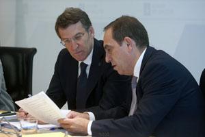 Feijóo en la reunión del Ejecutivo con el conselleiro de Facenda, Valeriano Martínez.