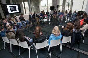 El grupo de 35 alumnos y alumnas de lengua y cultura gallegas de la Universidad de Zúrich en el encuentro.