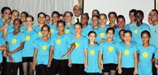 Los alumnos con Fernando de la Puente.