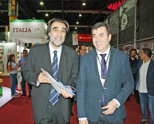 Rodríguez recorrió la Feria junto al director institucional y cultural de la Fundación El Libro, Oche Califa.