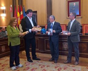 Con el alcalde de León, Emilio Gutiérrez (segundo por la derecha).