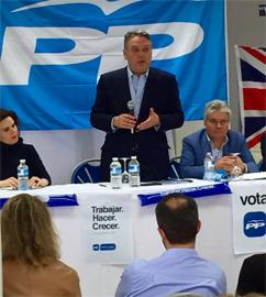 Alfredo Prada y a la derecha el presidente del PP en el Reino Unido, Jesús Ledo.