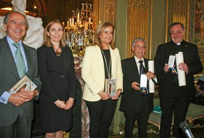 El embajador Ramón de Miguel, Marina del Corral, Fátima Báñez, el presidente de la Colonia Española de Beziers, Luis Roldán, y el representante de la Misión Católica.