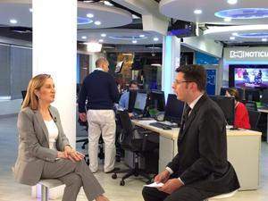 La ministra Ana Pastor fue entrevistada en una televisión colombiana.