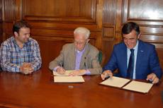 Miguel Bonilla, Luis Heras y Antonio Pardo en la firma del convenio.