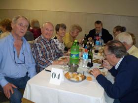 Antonio Reus, segundo por la izquierda, acudió al almuerzo.
