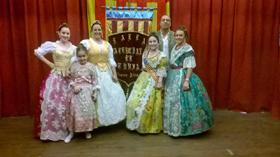 El conjunto de danzas de la entidad, ataviado con sus trajes típicos, puso el toque de color a la celebración.
