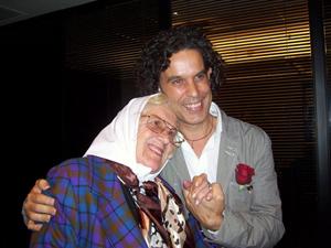 Imagen de una de las visitas de Zerolo a Buenos Aires, con Dionisia López Amado, madre de Plaza de Mayo, de origen gallego.
