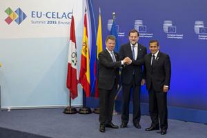 El presidente del Gobierno, Mariano Rajoy, junto a los presidentes de Colombia y Perú, Juan Manuel Santos y Ollanta Humala, respectivamente, durante la II Cumbre UE-Celac.
