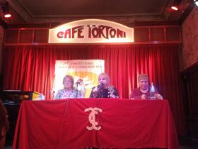 El acto tuvo lugar en el mítico Café Tortoni de Buenos Aires.