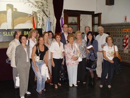 Bauzá, en el centro, con un grupo de isleños en la Casa Balear de Buenos Aires.