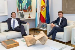 El presidente de la Xunta, Alberto Núñez Feijóo, se reunió con el vicepresidente de Abanca, Juan Carlos Escotet, y acordaron un procedimiento para garantizar que las familias no se queden sin casa por razones económicas.