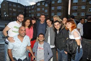 Núñez Feijóo con los jóvenes emigrantes en Londres.