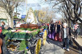 La Virgen del Rocío recorriendo la localidad de Pérez.