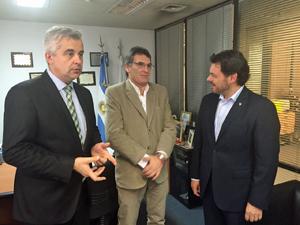 Acompañado por el delegado de la Xunta en Buenos Aires, Alejandro López Dobarro (izq.), Miranda se entrevistó con el subsecretario de Derechos Humanos y Pluralismo Cultural porteño, Claudio Avruj.