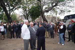 Álvarez Areces con el alcalde de Santo Domingo en la futura Plaza de Asturias.