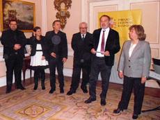 Recepción ofrecida por el embajador Roberto Varela (2º dcha.).