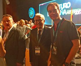 Alfredo Prada, secretario ejecutivo del PP en el Exterior, Samir Victor El Kharrat, presidente del PP en Países Árabes, y Raúl Samper, presidente del PP de España en Ecuador .