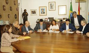 Firma del convenio en la Casa de España de Río de Janeiro.