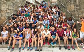 Los jóvenes con las autoridades de la Xunta y de Ourense.