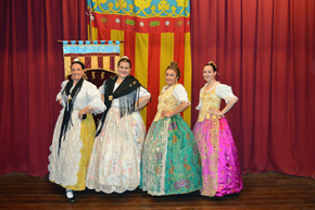 El grupo de danzas de la institución amenizó el almuerzo con su actuación.