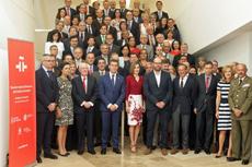 La Reina Letizia y el presidente de la Xunta, Alberto Núñez Feijóo, con los directores de centro del Instituto Cervantes.