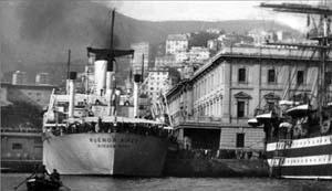 Una imagen antigua de un barco en Buenos Aires.
