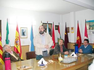 El nuevo cónsul dirigió unas palabras a los asistentes a la reunión en representación de la colectividad.