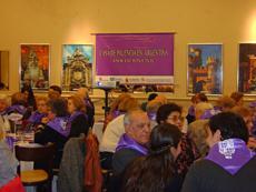 Todas las personas que asistieron a la celebración recibieron la tradicional pañoleta palentina.