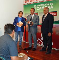 Juan Andrés Blanco, José Luis Bermúdez y Sergio Rabanillo presentaron la obra.