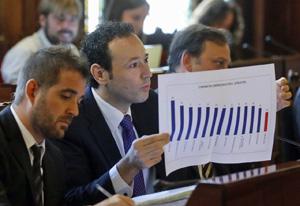 Un momento de la comparecencia de Guillermo Martínez ante la Junta General de Principado.
