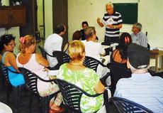 Manuel Álvarez leyendo el poema 'Os soños de Manuel'.