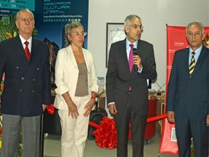 Roberto Castañón, director del CEPE-UNAM; Inma González Puy, directora del Cervantes de Pekín; Julián Ventura, embajador de México en China; y Francisco Trigo, de la UNAM.