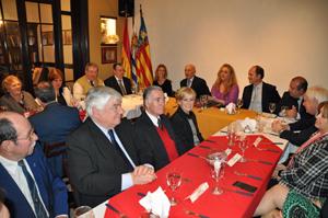 Vista de la mesa presidencial y parte de los asistentes.