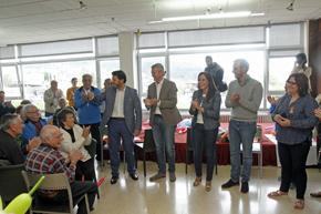 Antonio Rodríguez Miranda y Alfonso Rueda con los participantes en el programa 'Reencontros na Terra'.