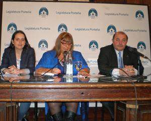 Vanesa Hernández, Adriana Montes y Juan Sarrafián, resaltaron la importante labor que desempeñan los medios de comunicación de las colectividades emigrantes.