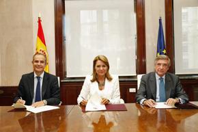 Pedro Llorente, Susana Camarero y Cristóbal González-Aller firmaron el convenio.
