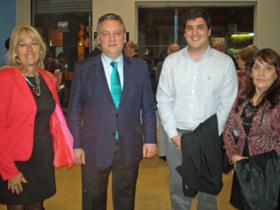 Foto de archivo de Alfredo Prada con miembros del Centro de Descendientes Españoles Unidos (Ce.DEU) en Argentina.
