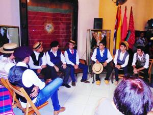 Escenificación de la primera reunión para la constitución de la Colonia Zamorana el 3 de octubre de 1916.