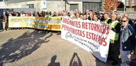 Concentración ante la Delegación de la Agencia Tributaria en Pontevedra.