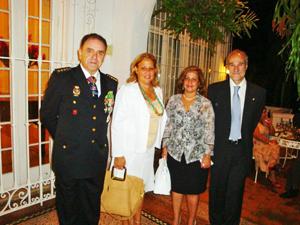 El embajador, derecha, y el consejero de Interior de la Embajada, Ignacio Badenas.
