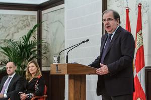 El presidente de la Junta, Juan Vicente Herrera, presentó los Presupuestos de Castilla y León para el próximo año 2016 tras su aprobación por el Consejo de Gobierno del pasado día 14.