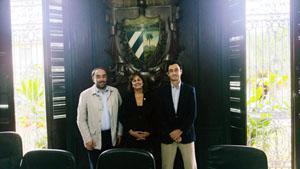 El director del Igape, Javier Aguilera (derecha), se reunió con la directora de Relaciones Institucionales de la Cámara de Comercio de la Habana, Celia Labora.