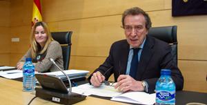 El consejero de la Presidencia, José Antonio de Santiago-Juárez, en su comparecencia ante la Comisión de Economía y Hacienda.