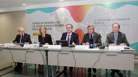 Aurelio Miras, Marina del Corral, Eduardo Dizy, Cristóbal González-Aller y Cristóbal Ramón Valdés, en la mesa presidencial del pleno del CGCEE en Madrid.