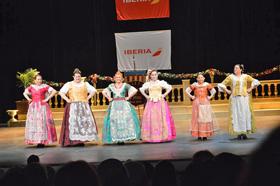La actuación del grupo de danzas de 'El Turia' fue muy aplaudida por el público.