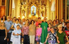 Al finalizar el oficio religioso junto al padre Misael.
