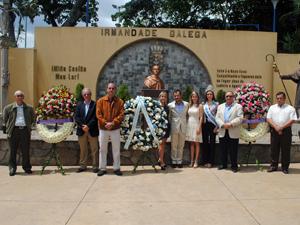 En la plaza Bolívar de la Hermandad los directivos de  de la HGV , de la Agrupación Galaica y del Grupo Unión colocaron sendas ofrendas florales.