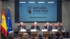 El ministro de Asuntos Exteriores, José Manuel García Margallo (2º por la izquierda), fue el encargado de presentar esta iniciativa.